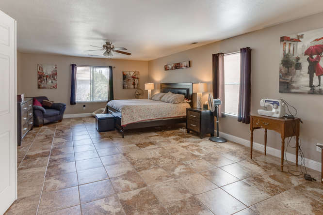 1157 Tern Way Patterson CA-small-040-41-Master Bedroom Ensuite-666x444-72dpi